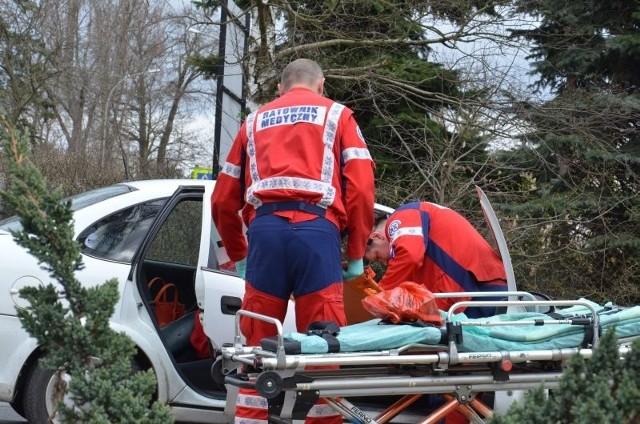 Kierowca vectry miał pecha. Na tył jego samochodu najechał citroen.