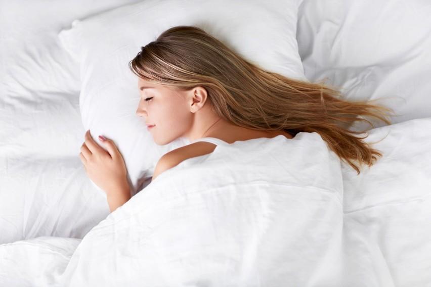 Brak odpowiedniej ilości snu sprawia, że Twój mózg zaczyna...