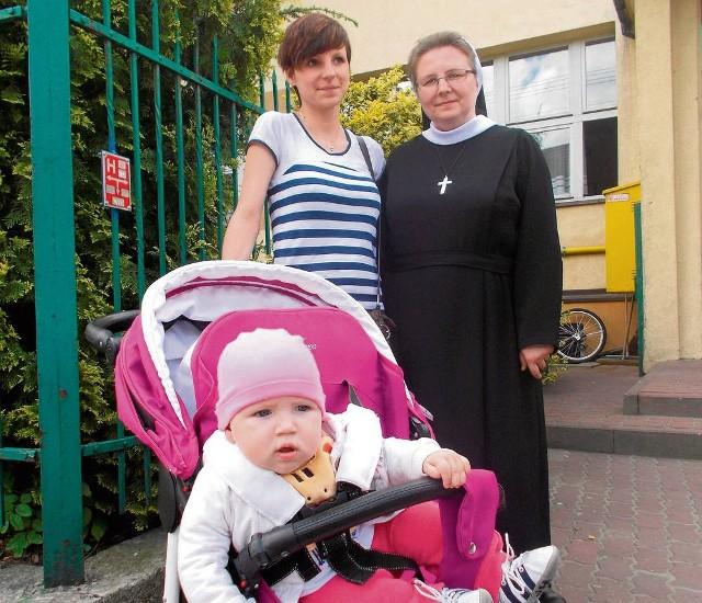 Siostra Martyna Kuczmarska z młodą mamą, Katarzyną i jej córką