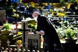 Wzmożony ruch na poznańskich nekropoliach na Junikowie i Miłostowie. Czy cmentarze będą zamknięte na Wielkanoc?