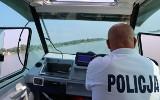 Powiat radomski: policjanci uratowali mężczyznę, który na zalewie w Domaniowie wpadł do wody
