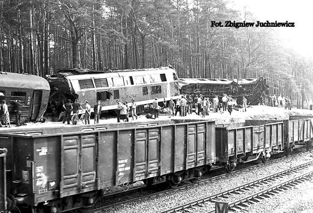 19 sierpnia 1980 roku pod Otłoczynem doszło do największej katastrofy kolejowej w powojennej Polsce. Przy pomocy załóg pociągów ratunkowych i specjalnych dźwigów sprowadzonych z Bydgoszczy i Tczewa, rozbite lokomotywy i wagony udało się  zdjęć z torów i dzięki temu udrożnić szlak.