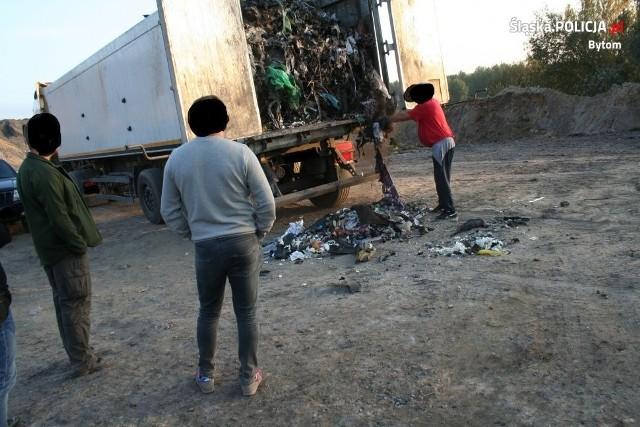 Śmieci z dwóch ciężarówek miały zostać wysypane na obrzeżach Bytomia