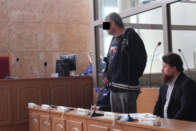 Oskarżony Krzysztof D. na sali rozpraw krakowskiego sądu