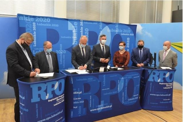 Podpisanie umowy dotyczącej lubuskich bonów wsparcia przedsiębiorców