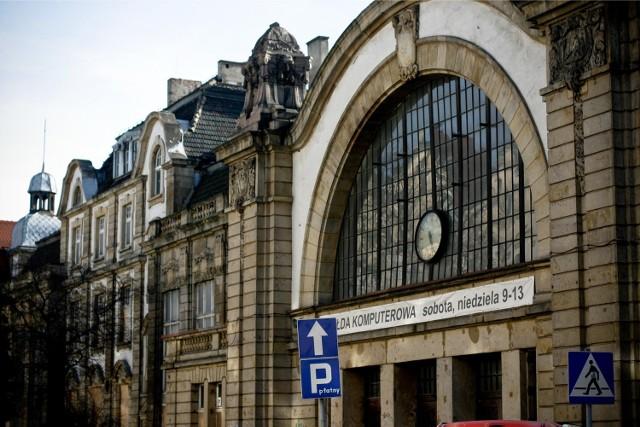 Stary dworzec w Katowicach od 2000 r. systematycznie popada w ruinę