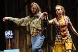 John Lennon i ZOMO w gorzowskim Teatrze, czyli co potrafi scenograf!
