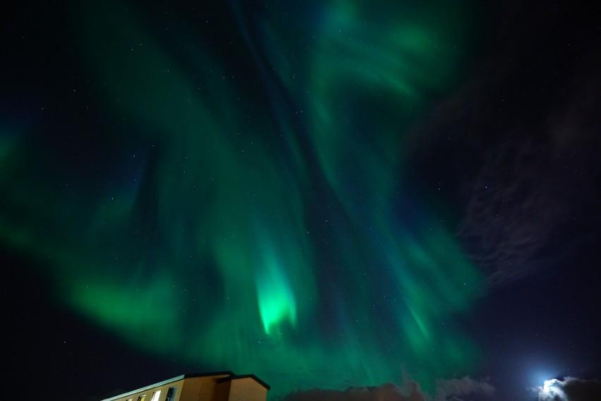 Żeby zobaczyć zdjęcia zorzy polarnej w okolicach Ełku,...