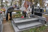 Aleksandrów Kujawski. Na cmentarzu w ruch poszły grabie i szczotki. Sprzątanie last minute