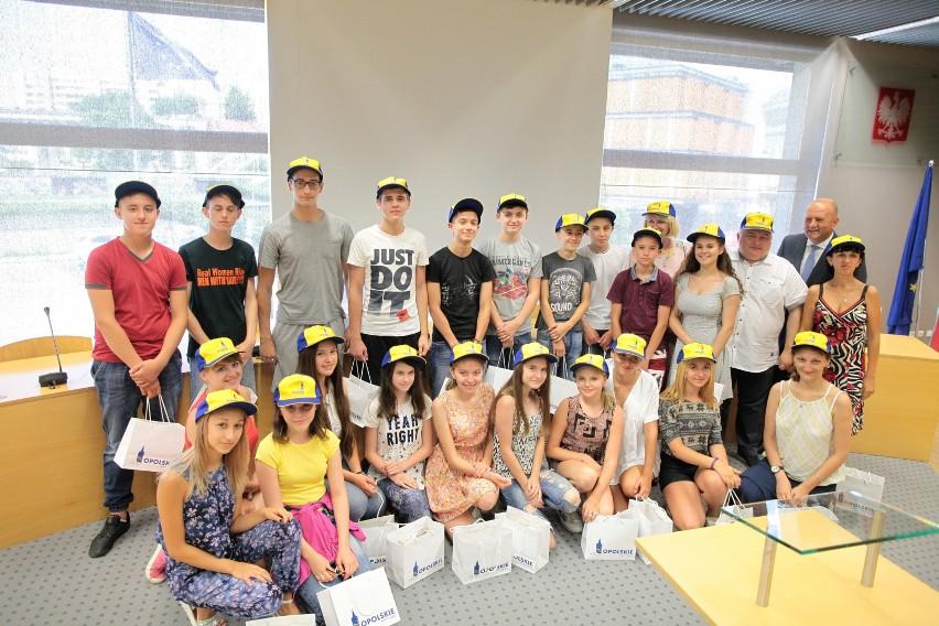 Młodzież z Ukrainy spotkała się w urzędzie marszałkowskim z marszałkiem Andrzejem Bułą.