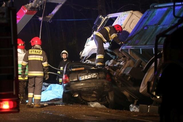 Dziś w Łęgu odbył się protest mieszkańców Łęga przy drodze krajowej 22. To efekt tragicznego wypadku, w którym zginął młody rowerzysta. To nie jedyny wypadek w ostatnich tygodniach i miesiącach w Chojnicach i okolicach.W grudniu pod Płazowem czołowo zderzyły się dwa samochody - ciężarówka i opel. Kierowca tego drugiego samochodu zginął na miejscu.