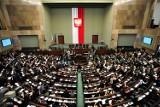 Z czym się idzie do posła na Dolnym Śląsku? Największe problemy to praca, mieszkanie i biurokracja