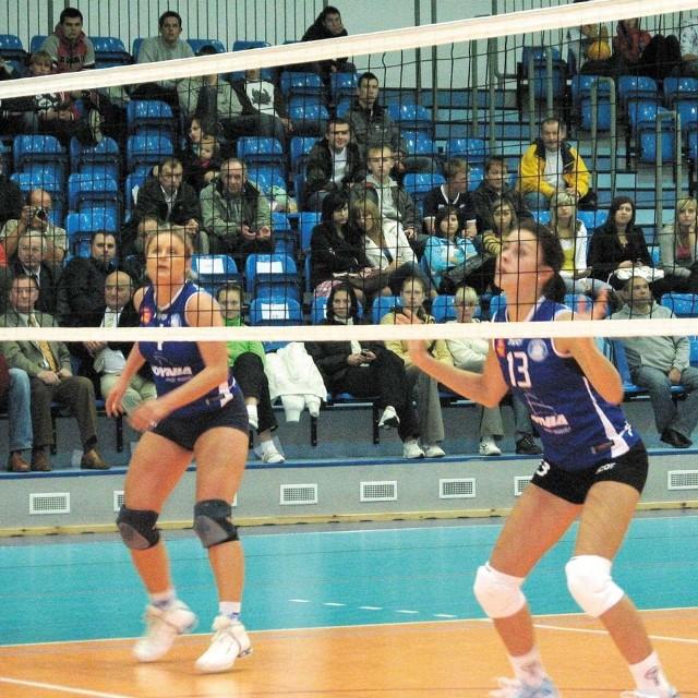 Anna Podgórniak (z prawej) z Trefla Gdynia ma w swojej kolekcji tytuł mistrzyni Polski w siatkówce plażowej. Na turnieju w Ełku popisywała się mocnymi atakami i uważną grą przy siatce.