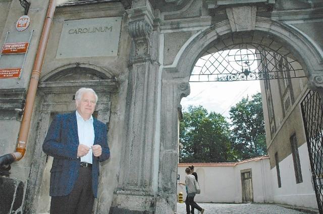 Dyrektor Jerzy Jałoszyński nie obawia się, że przez remont Carolinum straci swój zabytkowy charakter. - Wręcz przeciwnie! Dopiero nabierze blasku - mówi.