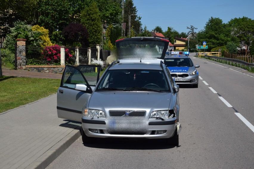 Kolizja w Piaszczynie na drodze krajowej nr 20. Skuter uderzył w volvo