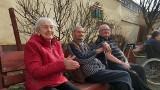 """Impreza w Strzelcach, dzień piękności w Borkach! Polska się zamyka, a seniorzy z Domów Pomocy Społecznej wracają do """"normalności"""""""