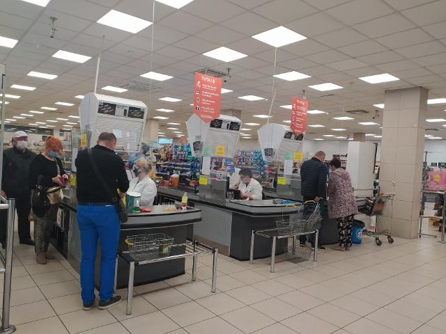 Drugi dzień promocji w Warsie przy ul. Warszawskiej. Białostoczanie kupowali produkty po obniżonych cenach.