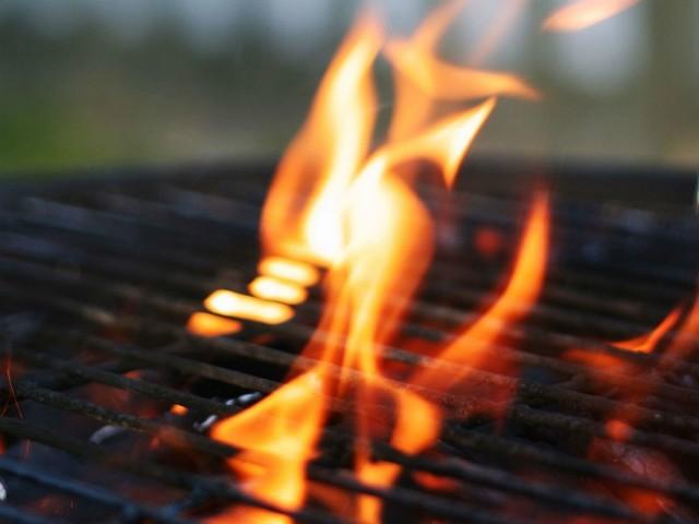Na grilla warto położyć nie tylko karkówkę, dobrze doprawiona ryba również zachwyci biesiadników.