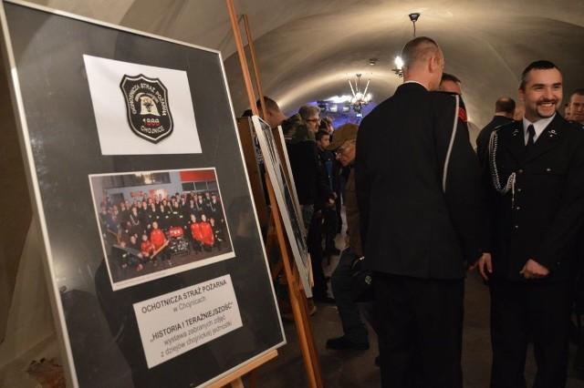 Mają już sztandar i wpływowego druha w swoich szeregach, bo samego burmistrza. Do tego spisaną historię formacji i okolicznościową wystawę. Wystawa o historii i dniu dzisiejszym OSP została otwarta w podziemiach kościoła gimnazjalnego.