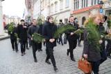 Kraków. Procesja i Msza św. Męki Pańskiej w Niedzielę Palmową