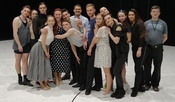Pamiątkowe zdjęcie w dniu 30-lecia pracy w Kieleckim Teatrze Tańca
