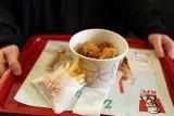 """KFC wprowadza do oferty wegańskie """"kurczaki"""". Kiedy zjemy je w Polsce?"""