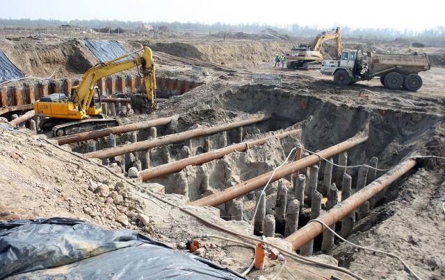 Powstająca na Ostrowie Grabowskim spalarnia ma być jedną z najnowocześniejszych w Europie. Dwie linie technologiczne będą w stanie zutylizować 150 tysięcy ton odpadów rocznie. Ecogenerator będzie produkował też energię elektryczną i ciepło - dla 30 tysięcy mieszkań.