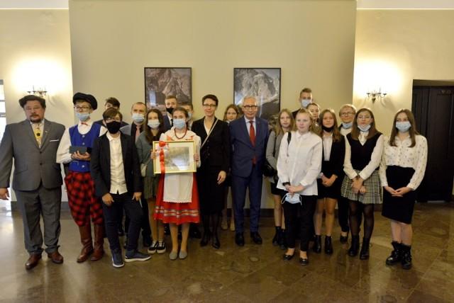 Dzieci z Pomorza w Pałacu Prezydenckim w Warszawie w poniedziałek, 20.09.2021 r.