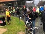 Rajd rowerowy w Ostrowcu w deszczu i zimnie. Najwytrwalsi dojechali na metę  [ZDJĘCIA]