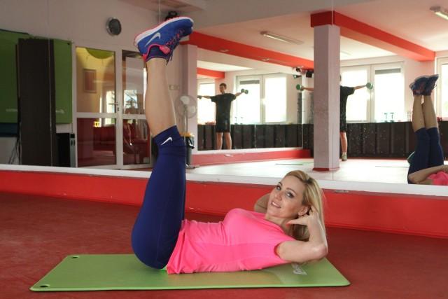 - Szóstka Weidera to wymagający, ale skuteczny trening - mówi instruktorka fitness Olga Chaińska, która prowadzi Centrum Odchudzania przy ulicy Szczecińskiej 1 w Kielcach.