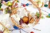 Jak poświęcić pokarmy w domu na Wielkanoc. Święconka w 2021 roku jest wyjątkowa. Co włożyć do wielkanocnego koszyczka?