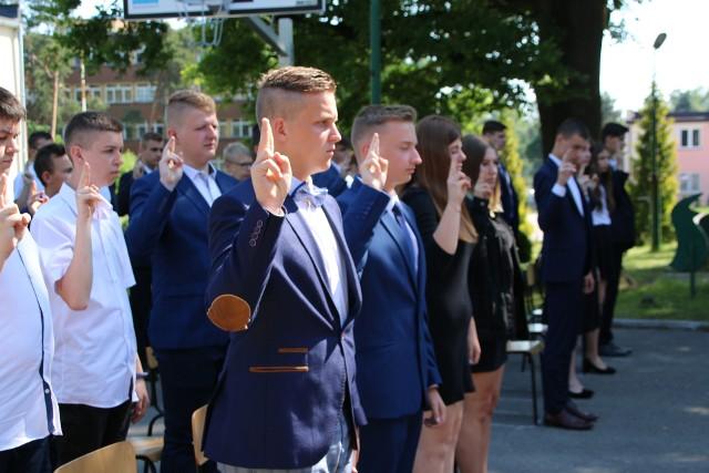 Uroczyste ślubowanie uczniów klas pierwszych i otwarcie pracowni kolejowej w Zespole Szkół w Sędziszowie.