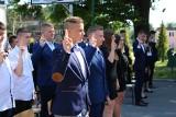 Uroczyste ślubowanie uczniów klas pierwszych i otwarcie pracowni kolejowej w Zespole Szkół w Sędziszowie. Zobaczcie zdjęcia