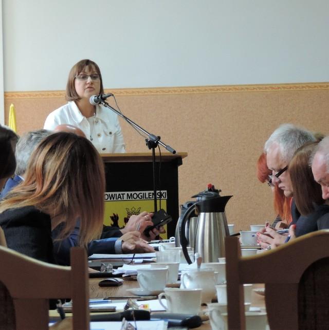 Rodziny zastępcze skarżą się na współpracę z szefową PCPR Marią Konkiewicz