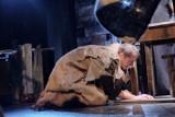 """Teatr Wierszalin na antenie TVP Kultura. Józef Kowalewski wyreżyserował telewizyjną wersję spektaklu """"Dziady. Noc pierwsza"""" (zdjęcia)"""