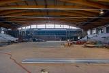 Nowoczesna hala lodowiska w Bytomiu prezentuje się coraz bardziej okazale. Jakie prace są obecnie prowadzone?