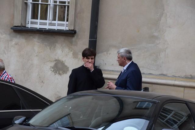 OKO.press podało, że syn byłej premier Beaty Szydło jest pracownikiem firmy ERG Bieruń Folie, której udziałowcami są Daniel Obajtek i jego matka.