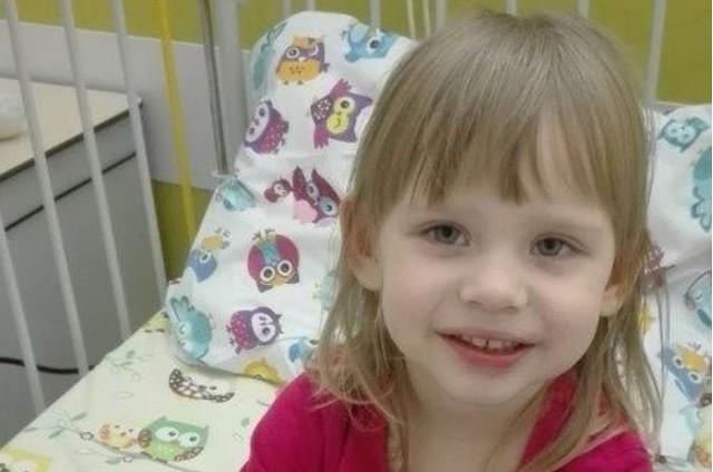 - 15 listopada 2019 roku usłyszeliśmy dla córki diagnozę: ostra białaczka limfoblastyczna. Od tego dnia dla naszej niemal trzyletniej Weroniki szpital w Warszawie stał się drugim domem - mówi Damian Sibiński, tata Weroniki.