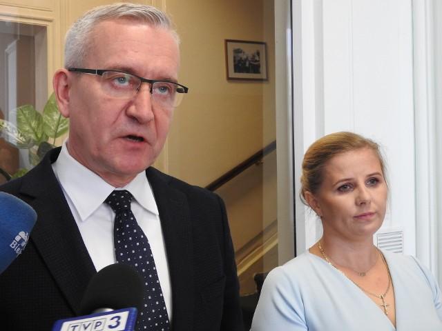 Ten wyrok oznacza, że Marian Radzajewski jest tak naprawdę skazany na śmierć. Szanse przeżycia polskiego szpiega na 14-letnim wyroku z rosyjskiej kolonii karnej oceniam jako minimalne - podkreślał poseł PO Robert Tyszkiewicz.