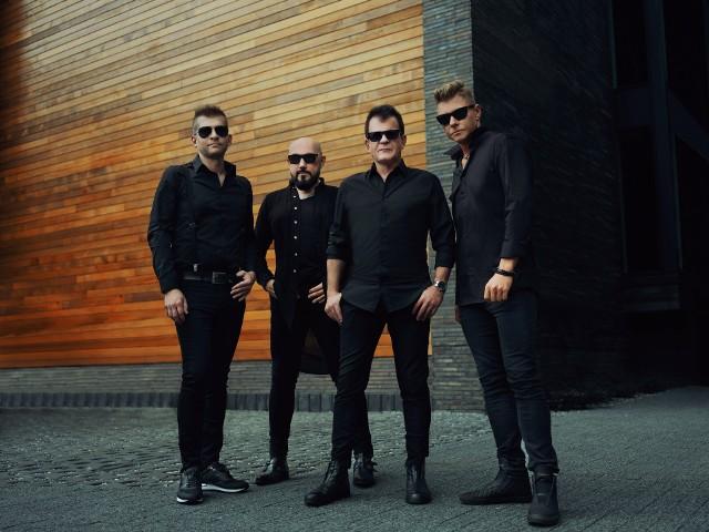 """Kombii: Grzegorz Skawiński o singlu """"Ochronię nas"""". Kiedy nowa płyta grupy? Ile ma gitar? Ile kosztowała pierwsza? Czego nigdy nie zrobi?"""
