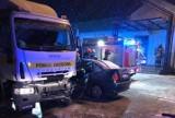 Wypadek w Perzowie koło Kępna - lawety pomocy drogowej zderzyła się z dwoma samochodami osobowymi. Zginął jeden z kierowców