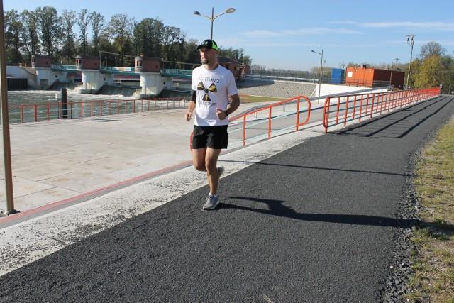 - Mamy i zabezpieczenia przeciwpowodziowe i doskonałe tereny do biegania - mówił nam Marek Lewandowski, lewinianin, który startuje w zawodach triathlonowych.