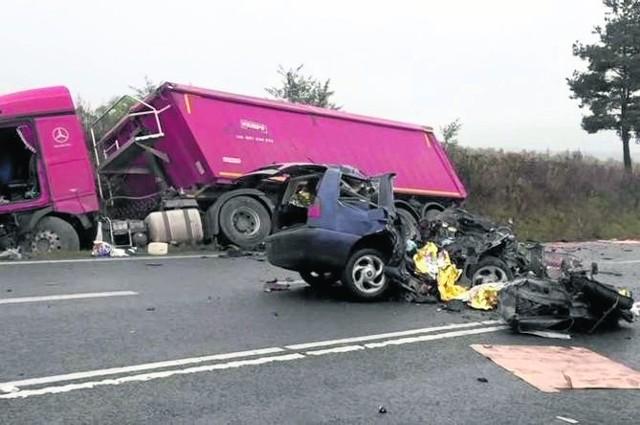 Dzieci i kierowca nie mieli żadnych szans na przeżycie...