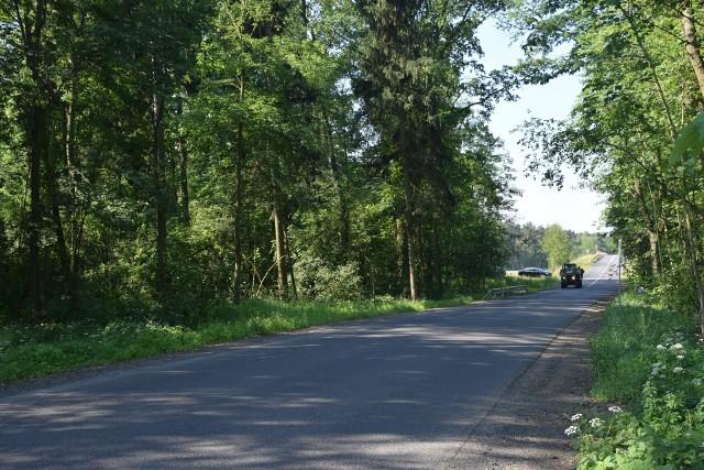 Droga  z Nowego Żabna do Drwalewic łączy gminy Nowa Sól i Kożuchów, przebiega nad S3