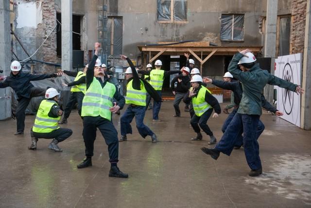 4 marca – w dniu zdiagnozowania w Zielonej Górze pierwszego pacjenta zarażonego koronawirusem w Poznaniu odbyło się wmurowanie kamienia węgielnego pod budowę nowej siedziby Teatru Muzycznego. fot. Łukasz Gdak