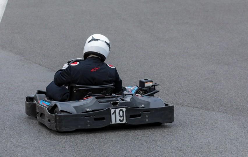 Jacek Nurzyński (19.) w trakcie jazdy po nowy rekord na...