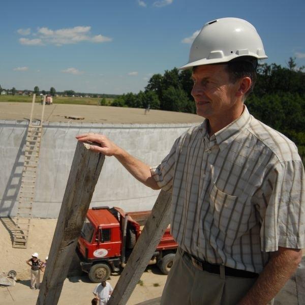 W czerwcu ubiegłego roku prezydent otwierał stację uzdatniania wody w Grotowicach. Humor mu dopisywał. Teraz jednak przed nim wiele problemów do rozwiązania.