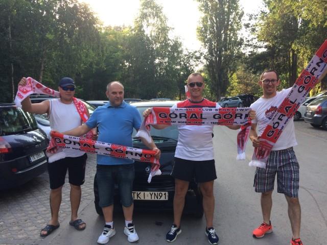 Samochodowe tournee po gminie niosąc radosną nowinę zrobili najwierniejsi fani Górala z wójtem Górna Przemysławem Łysakiem na czele.