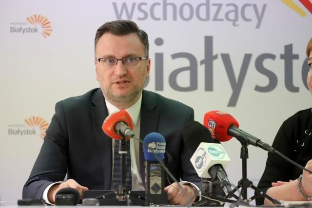 -  Oczywiście możemy się wycofać z decyzji, gdy minister edukacji zacznie przekazywać nam znacznie więcej pieniędzy niż obecnie - komentuje Rafał Rudnicki, wiceprezydent Białegostoku odpowiedzialny za edukację.
