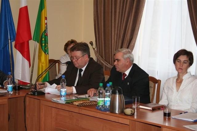 Starosta Zbigniew Kamiński (z lewej) robi wszystko, żeby powiat nie stracił 3 mln zł.